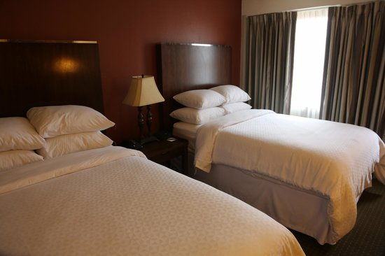 Four Points By Sheraton French Quarter: Luv those pillows