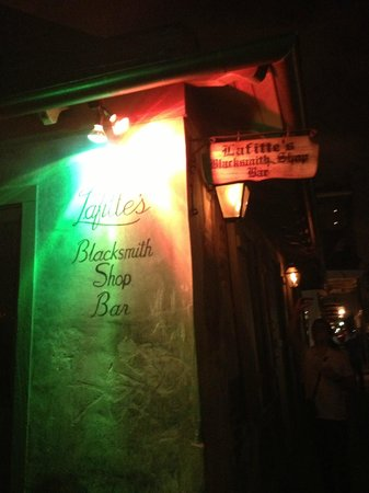 Lafitte Guest House: The Blacksmith Shoppe bar next to LaFitte