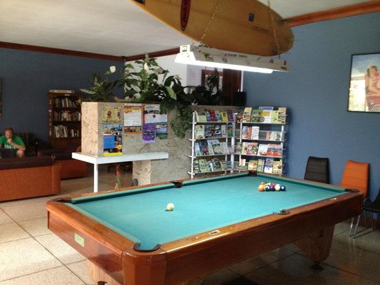 Mi Casa Hostal: Pool table area