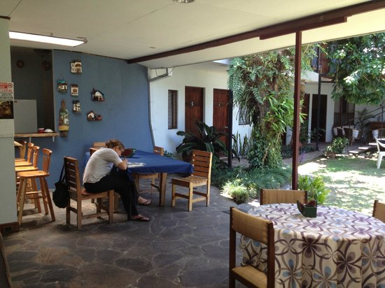 Mi Casa Hostal: Common areas and gardens