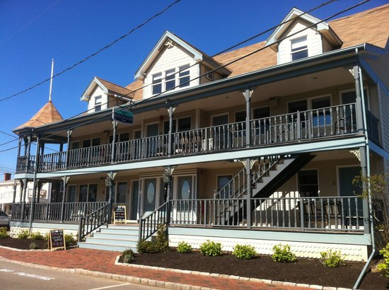 Oak Bluffs, MA: The Dockside Inn