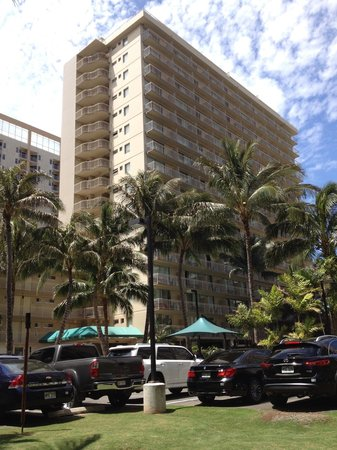 Courtyard by Marriott Waikiki Beach: Outside in the Courtyard