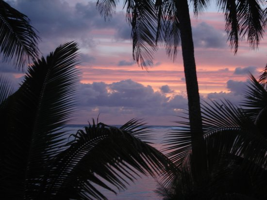 Vaimaanga, Cook Islands: Sunset View from beach front Bungalow