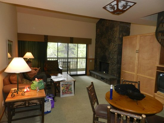 Sunriver, OR: living room, gas fireplace &amp; murphy bed for 2 more people