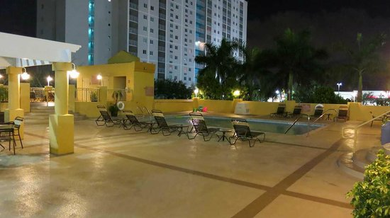 Hampton Inn & Suites - Miami Airport / Blue Lagoon: プール