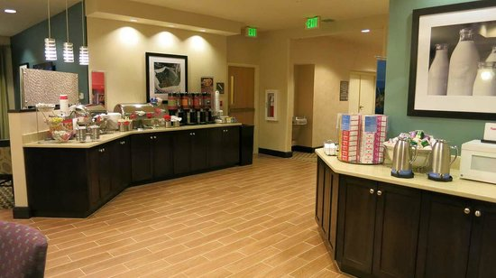 Hampton Inn & Suites - Miami Airport / Blue Lagoon: 朝食