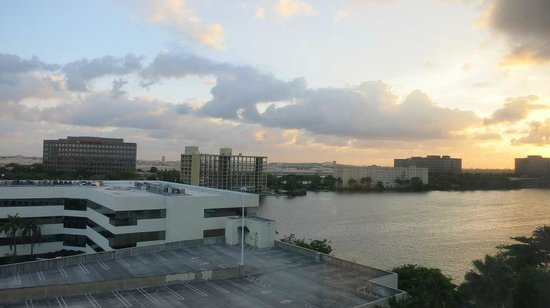 Hampton Inn & Suites - Miami Airport / Blue Lagoon: 部屋からの眺め