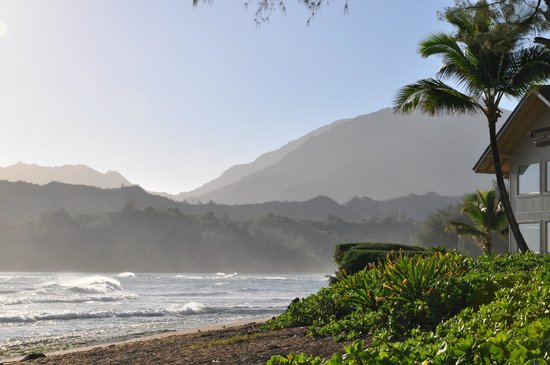 Hanalei Colony Resort : View from the beach