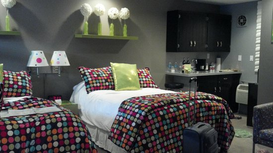 The Roxbury, Contemporary Catskill Lodging: Polka Dot Room