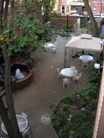The Priory Hotel: Courtyard