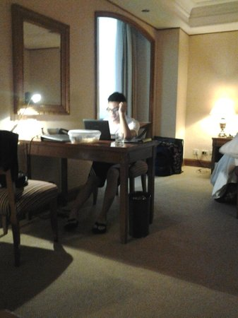 Richmonde Hotel Ortigas: My son just surfing the net..