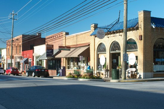 ‪‪Weaverville‬, ‪North Carolina‬: Downtown Weaverville is a compact scene of charm and history‬