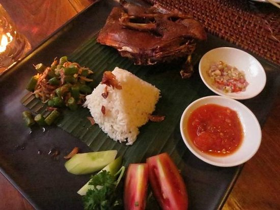 Junjungan Ubud Hotel and Spa: crispy duck (dinner)