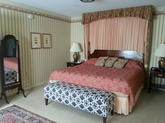 Carnegie Inn & Spa : Bedrooom/King Bed
