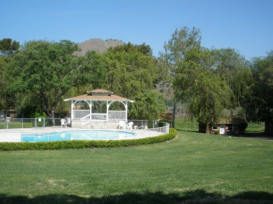 Three Rivers, CA: Pool area