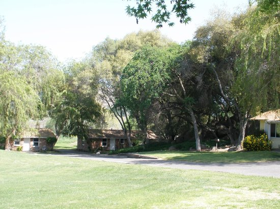 Three Rivers, CA: Rooms at the back of the property