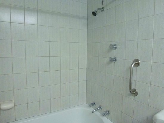 Hotel Grand Chancellor Adelaide on Hindley: Shower