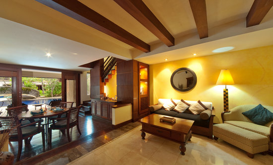 Senggigi Beach Hotel Pool Villa Club: Living room Pool Villa Club