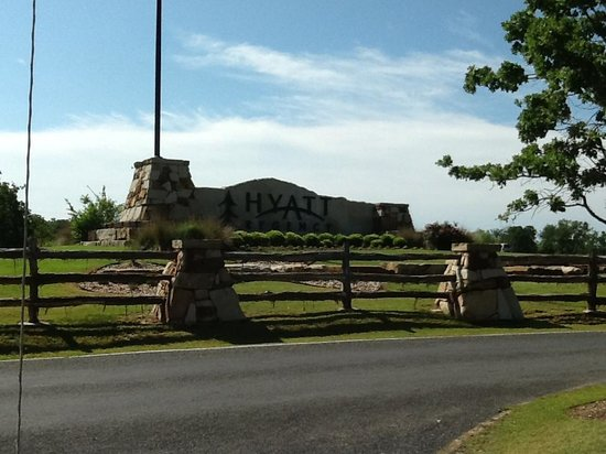 Cedar Creek, TX: Entrance