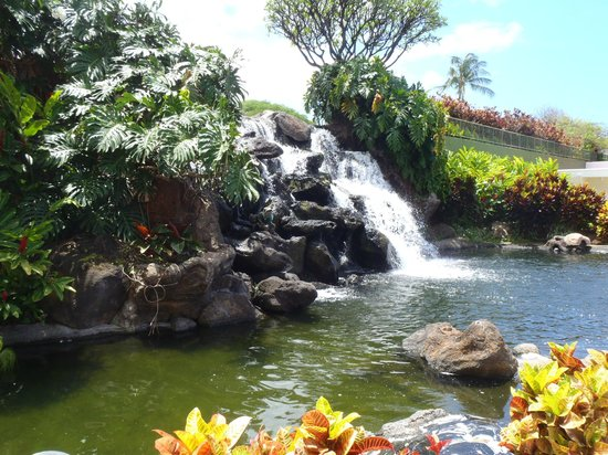 Ka'anapali Beach Club: Waterfalls by pool