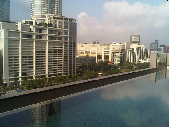Novotel Bangkok Platinum: pool side