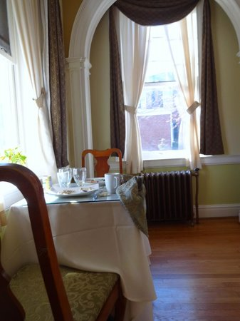 The Kenmore Inn: Breakfast setting