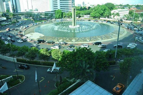 Hotel Indonesia Kempinski: Foutain near Grand Indonesia