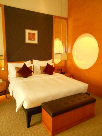 Al Raha Beach Hotel: Bed