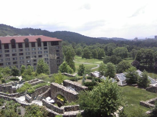 The Grove Park Inn: Golf course and wing