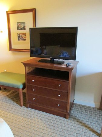 Holiday Inn Resort Lake George: TV in master bedroom