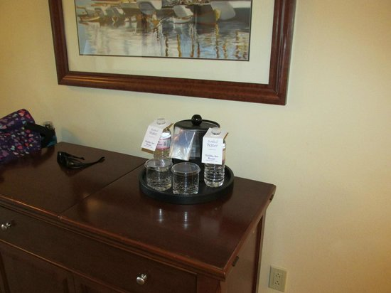 ‪‪Holiday Inn Resort Lake George‬: Complimentary Bottled Water‬