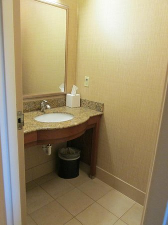 Holiday Inn Resort Lake George: 2nd bathroom off the living room