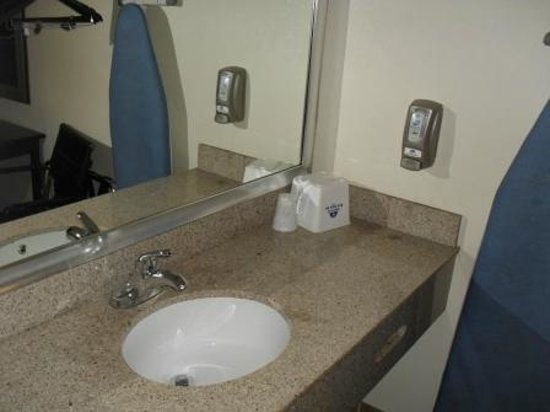 Americas Best Value Inn - Downtown Phoenix: Wash sink