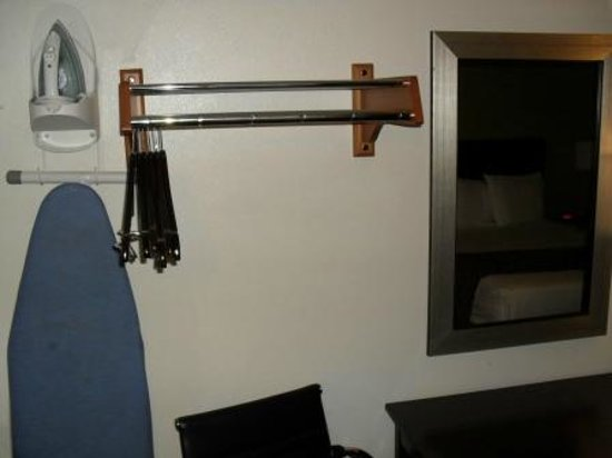 Americas Best Value Inn - Downtown Phoenix: Ironing board