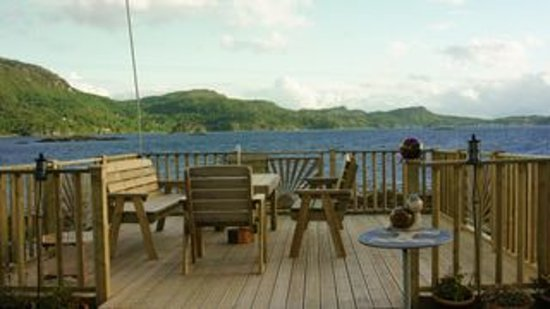 Lochcarron, UK: Our decking with it's magnificent view.