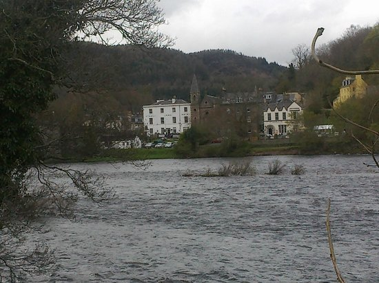 Dunkeld, UK: View of the hotel from across the water on The Birnam Walk