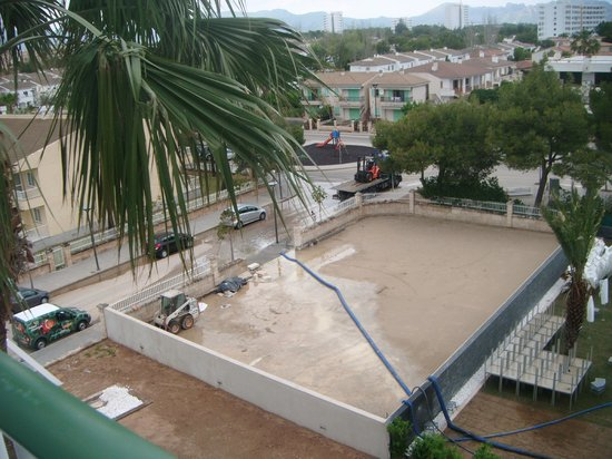 Hotel Astoria Playa: this will be the new parking area