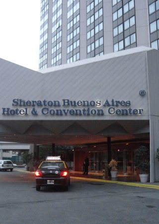 Sheraton Buenos Aires Hotel & Convention Center: Main entrance