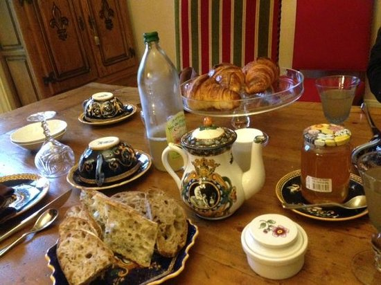 Loches, France : Breakfast
