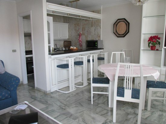 Apartments Casablanca: Kitchen &amp; Eating area