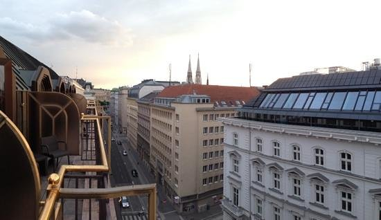 Hilton Vienna Plaza: view from the executive lounge at dusk