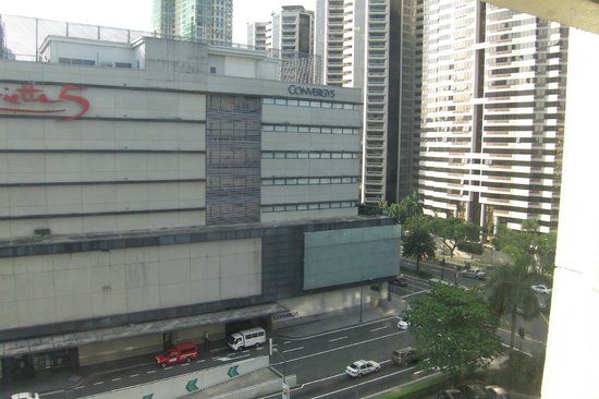 InterContinental Manila: mall accross and Ayala Avenue