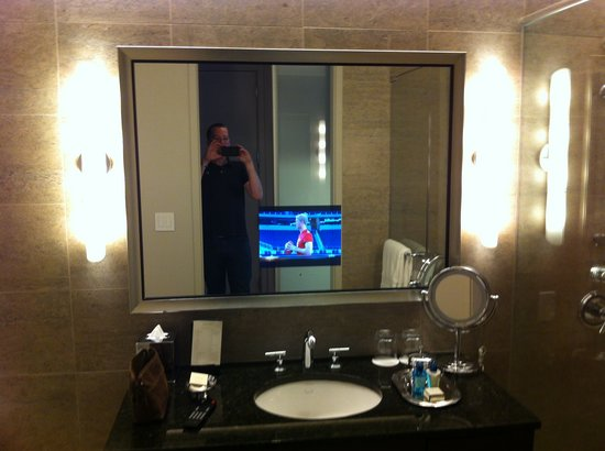 Trump International Hotel & Tower Chicago: Everyone needs a bathroom with a TV