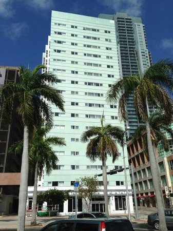 b2 Miami downtown: front onto Biscayne Blvd
