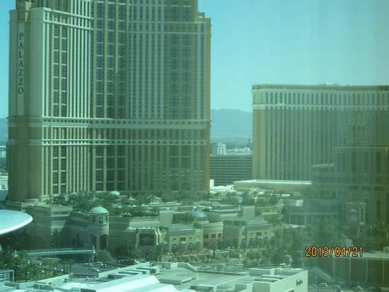 Trump International Hotel Las Vegas: view of Palazzo from room