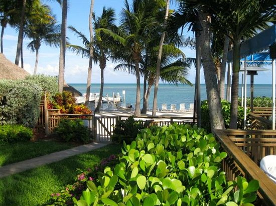 Hampton Inn and Suites Islamorada: looking towards beach