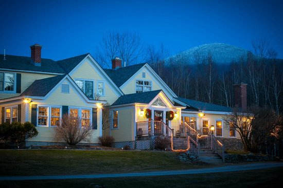 Red Clover Inn &amp; Restaurant: Red Clover Inn Evening