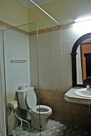 Laghawa Beach Inn: Toilet