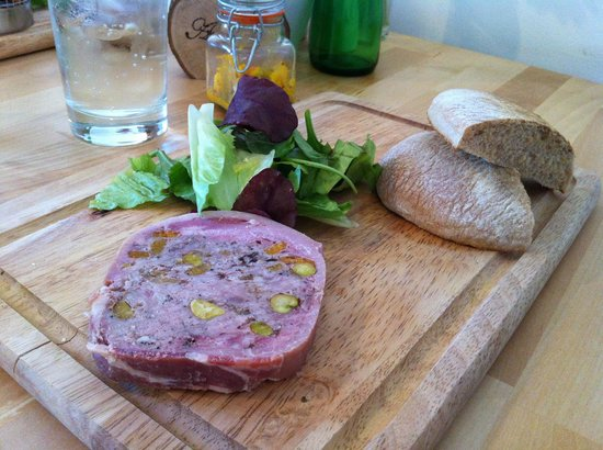 Machynlleth, UK: Toasted sour dough and tasty port terrine