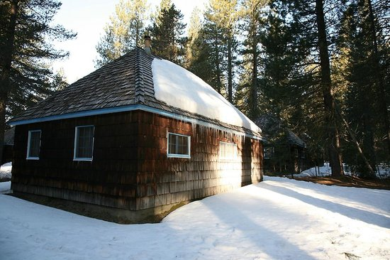 Fort Klamath, : One of the cabins from the outside